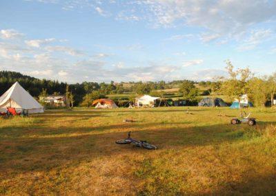 ochtendzon, grote ronde tent, yurt, camping Brénazet, Allier, Auvergne